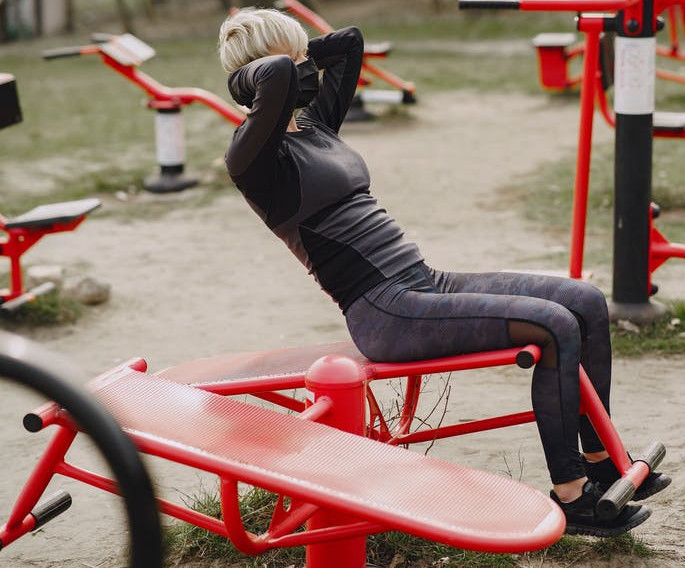 image of women doing decline bench crunch